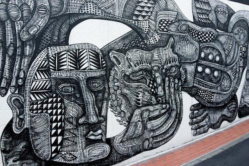 「ビームス 原宿」裏通りのスプレーアート壁
