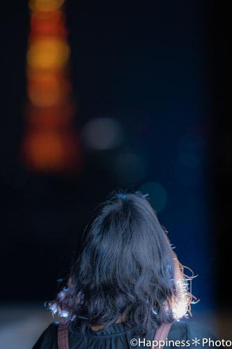 東京タワー背景後向