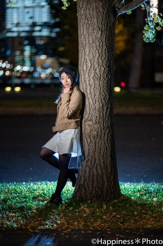 木にもたれてもらった写真